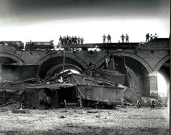 Train crash at Oakley viaduct 1949